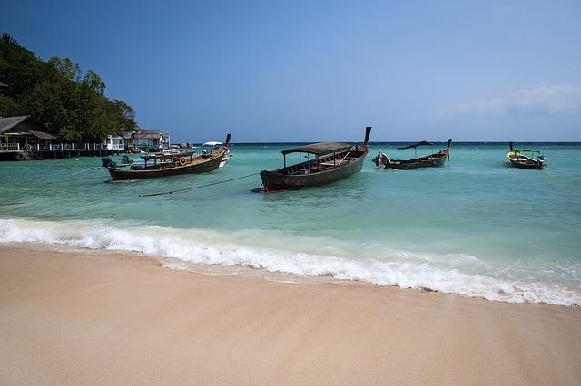 Koh Tao Beach Boats