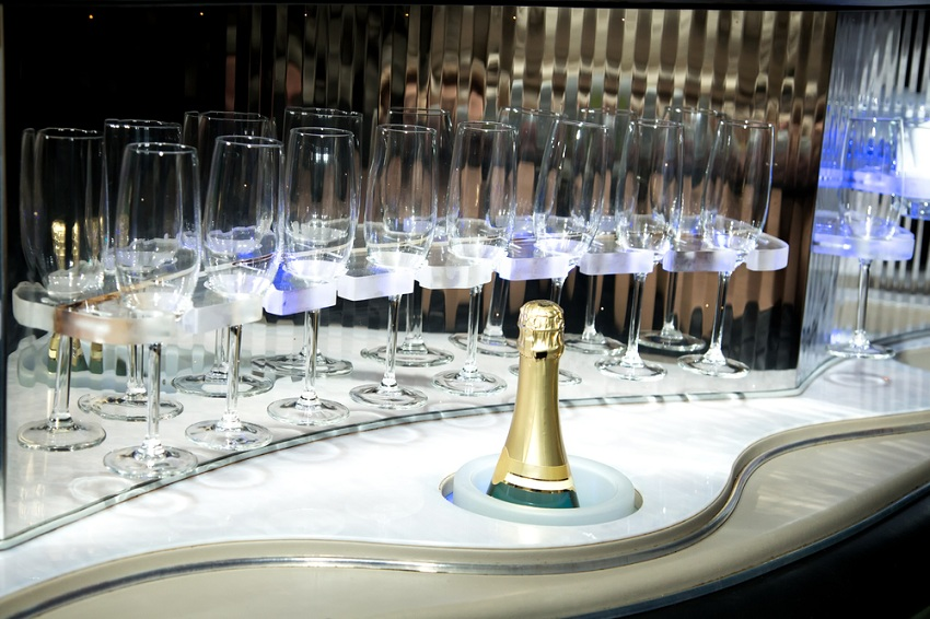 bar in limo